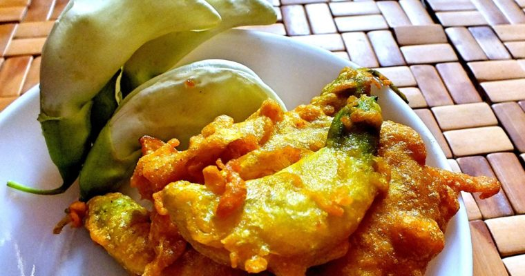 Bok Phool Pakoda (Agati Flower Fritter)